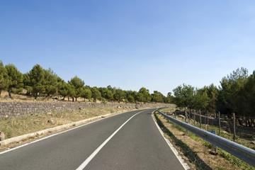 strada vuota extraurbana