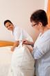 pPflegerin bei Altenpflege von Senioren im Altenheim
