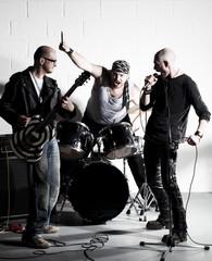 groupe chanteur guitarise batteur