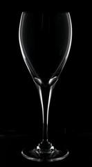 sagoma bicchiere cristallo su sfondo nero