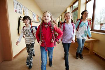 Gruppe Schulkinder