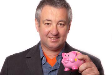 Mann und rosa Sparschwein
