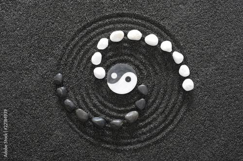 zen garten mit yin und yang