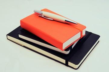 Libretas y bolígrafo