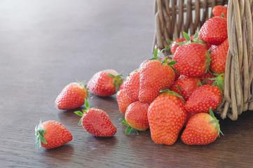 Erdbeeren in Korb (2)