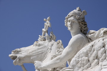 sculpture d'hermès jardin des tuileries