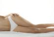 corps de femme allongé