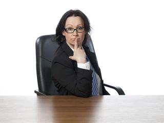 jeune femme business interrogation