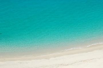 Tra spiaggia e mare