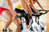 Spinning im Fitnessstudio - 22276341