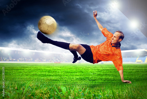 Plexiglas voetbal Happiness football player after goal on the field of stadium wit