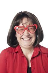 jeune femme amoureuse lunettes en cœur