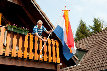 Hanging the Dutch flag
