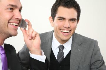 zwei business männer dynamisches team telefon