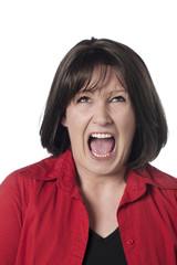 jeune femme mécontente hurlant