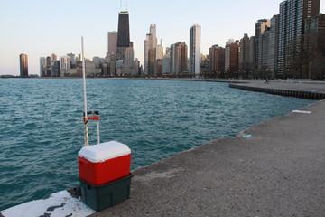 Útiles de pesca a orillas del Lago Michigan