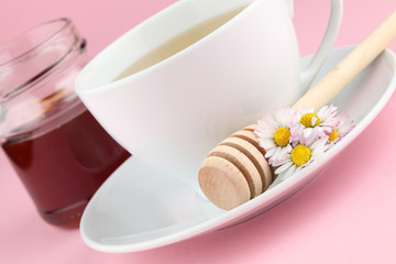 Herbal tea with daisies and honey
