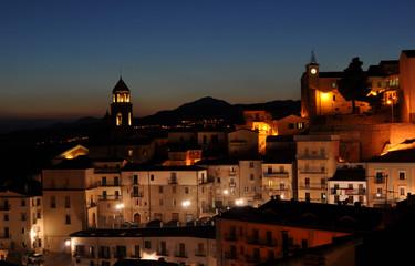 tramonto su centro storico di avigliano paese della lucania
