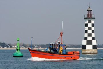 retour au port de Loctudy du marin et phare