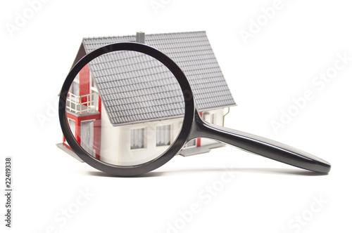 Haus mit Lupe - 22419338