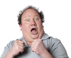 homme obèse cri de peur sur la defensive