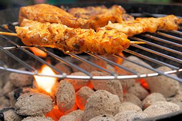 Grillkohle mit Grillfleisch