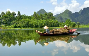 Vietnamese Boatwomen