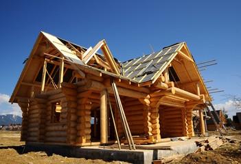 Holzhäuser während der Bauphase