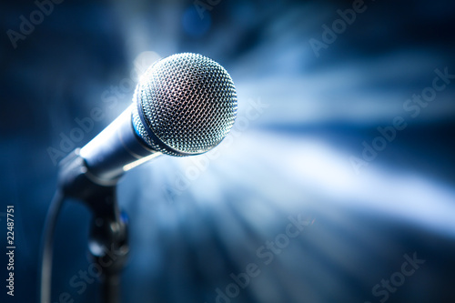 Plexiglas Muziekwinkel microphone on stage