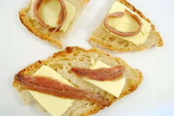 Pane burro e alici