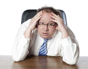 homme patron préoccupé et problèmes financiers