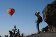 Randonneur et montgolfière