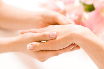 Handrücken Massage