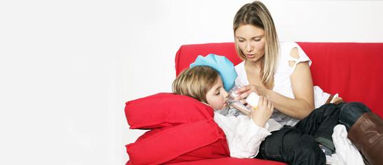 Mutter mit krankem Sohn