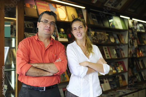 Leinwanddruck Bild family business partners owners of a small bookstore