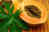 Fototapety fresh papaya and green leaf