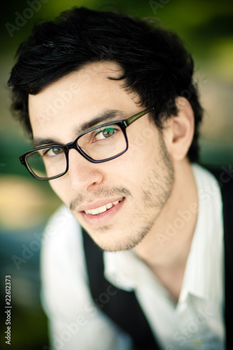 homme brun lunettes photo libre de droits sur la banque d 39 images image 22612373. Black Bedroom Furniture Sets. Home Design Ideas