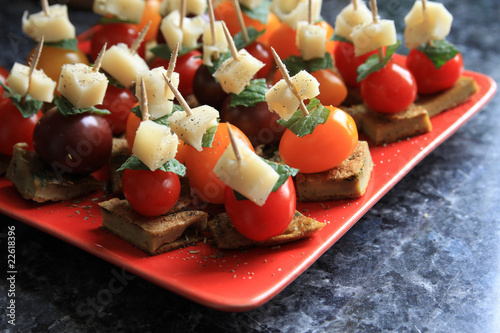 Toasts et canapes aperitifs photo libre de droits sur la for Canape aperitif