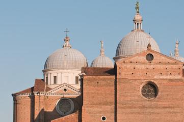 Facciata basilica di Santa Giustina a Padova