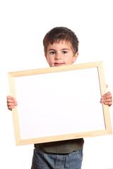 bambino mostra cornice bianca