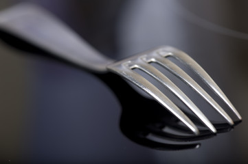 fourchette et son reflet