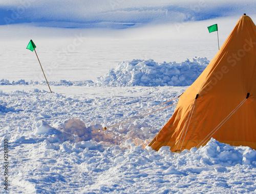 Leinwanddruck Bild Ice camp