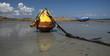 bouée échouée sur le sable en bretagne