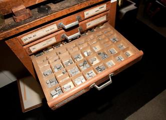 Cassettiera tipografica con caratteri