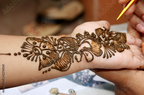 Applying henna on hand