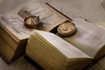 Libros y brújula