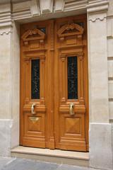double porte d'immeuble