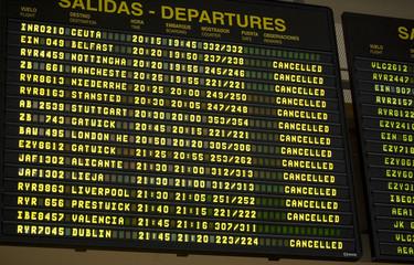 Panel informativo Aeropuerto Salidas Canceladas