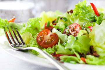 Salad with frsh and dry tomatoes