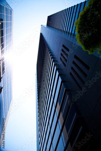 並列するビル